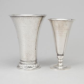 VASER, silver, 2 st, GAB Stockholm 1928 samt otydlig mästarstämpel, Stockholm 1924.