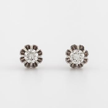 ÖRHÄNGEN, med briljantslipade diamanter totalt ca 0.40 ct.