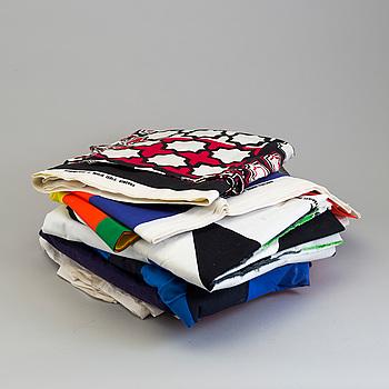 Textilier, 10 st olika mönster för Marimekko, Finland, bl.a. design Maija Isola, Maija Lavonen och Katsui Wakisaka.