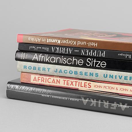 """KonstbÖcker, 6 st, bland annat """"african textiles"""" av john pcton och john mack. 1989."""