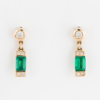 EARRINGS, with diamonds and emerald.