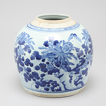 A 18th century chinese porcelain jar.