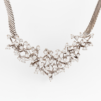 COLLIER, med diamanter.