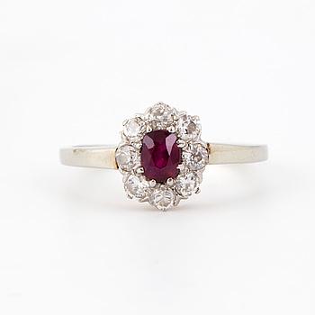 RING med rubin och diamanter.