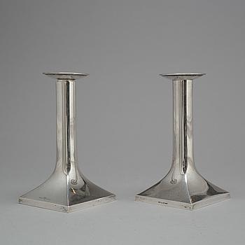 CG HALLBERG, LJUSSTAKAR, ett par, silver, Stockholm, 1922.