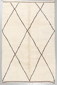 A moroccan rug, ca 280 x 178 cm.