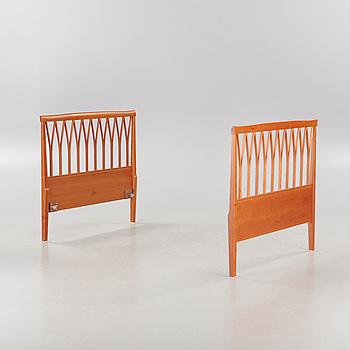 """CARL MALMSTEN, sänggavlar, ett par, """"Guldheden"""", Åfors Möbelfabrik, 2000-tal."""