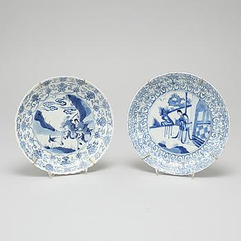 TALLRIKAR, 2 st, porslin, Kina, Kangxi (1664-1722).