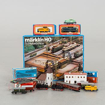 MÄRKLIN, diverse vagnar, spår och hus.