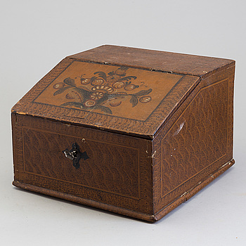 A first half of the 20th century box.