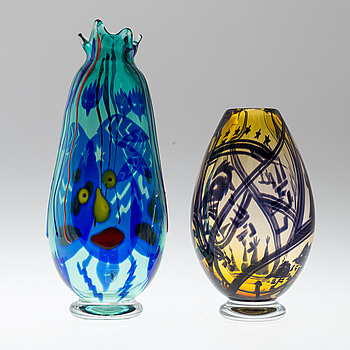 CARLOS R. PEBAQUE,, Two glass vases by Carlos R. Pebaque, Sjöhyttan 1993.