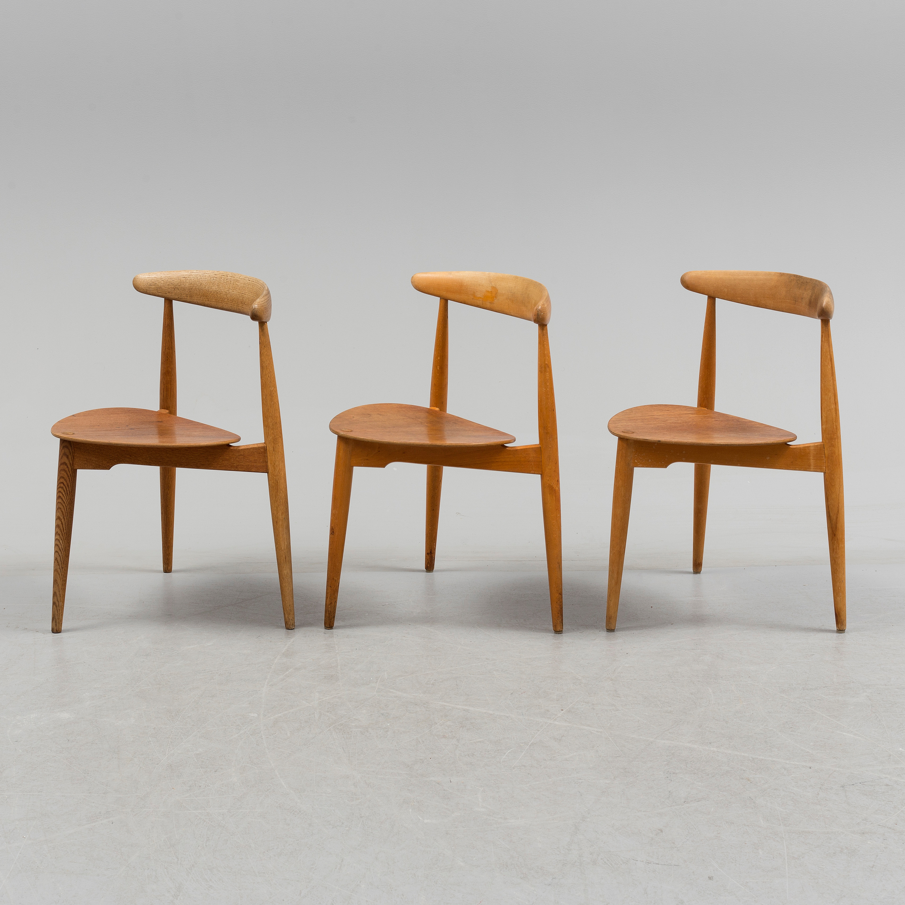 HANS J WEGNER, A Set Of Two Plus One Heart Chair Design Hans J Wegner For  Fritz Hansen, Denmark.   Bukowskis
