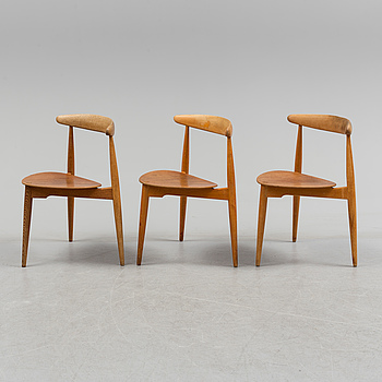 """HANS J WEGNER, stolar, tre stycken, """"Hjertestolen"""", Fritz Hansen, Danmark."""