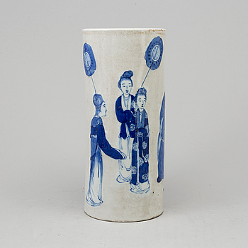 A Chinese blue and white porcelain hat stand, Qing dynasty, late 19th/early 20th century.