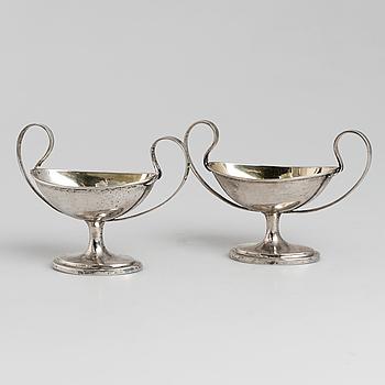 SALTKAR, ett par, silver, okänd mästare, den ena stämplad HB, 1800-talets första hälft.