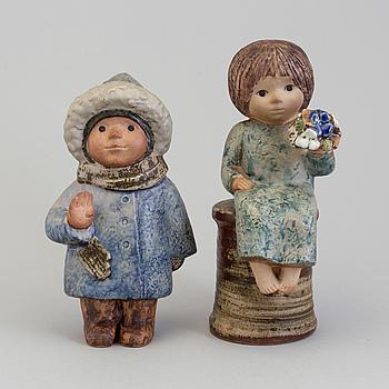 LISA LARSON, figuriner, 2 st, stengods, Gustavsberg, signerade och daterade -79.