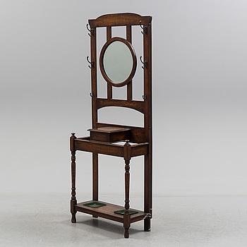 HALLMÖBEL, med spegel och ställ. 1900-talets första hälft.