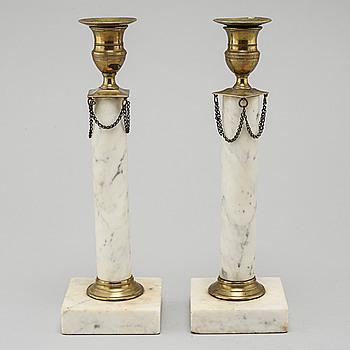 LJUSSTAKAR, ett par, sengustavianska, omkring sekelskiftet 1800.