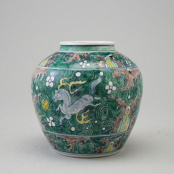 URNA, porslin. Qingdynastin, 1800-tal.