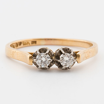 RING, 18K guld med två briljantslipade diamanter tot. ca 0,30 ct, Atelier Ajour, Stockholm 1955,