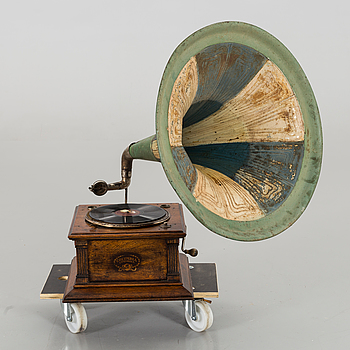TRATTGRAMMOFON, 1900-talets början.