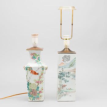 BORDSLAMPOR två st Kina 1900-tal porslin.