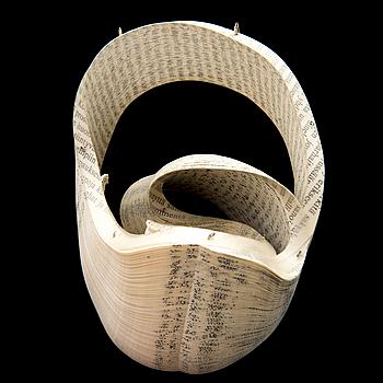 JANNA SYVÄNOJA, BROSCH, återvunnet papper, ståltråd, 2008.