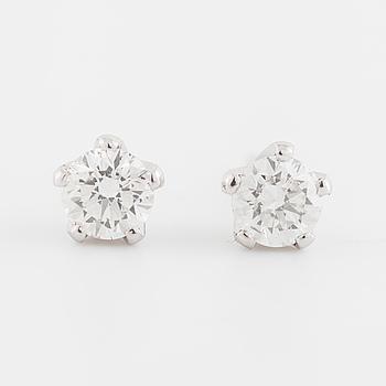 ÖRHÄNGEN, med briljantslipade diamanter totalt 0.70 ct.