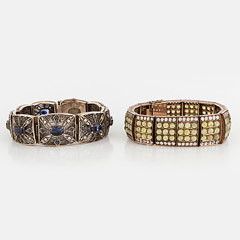 ARMBAND, 2 st, med diamanter och safirer.