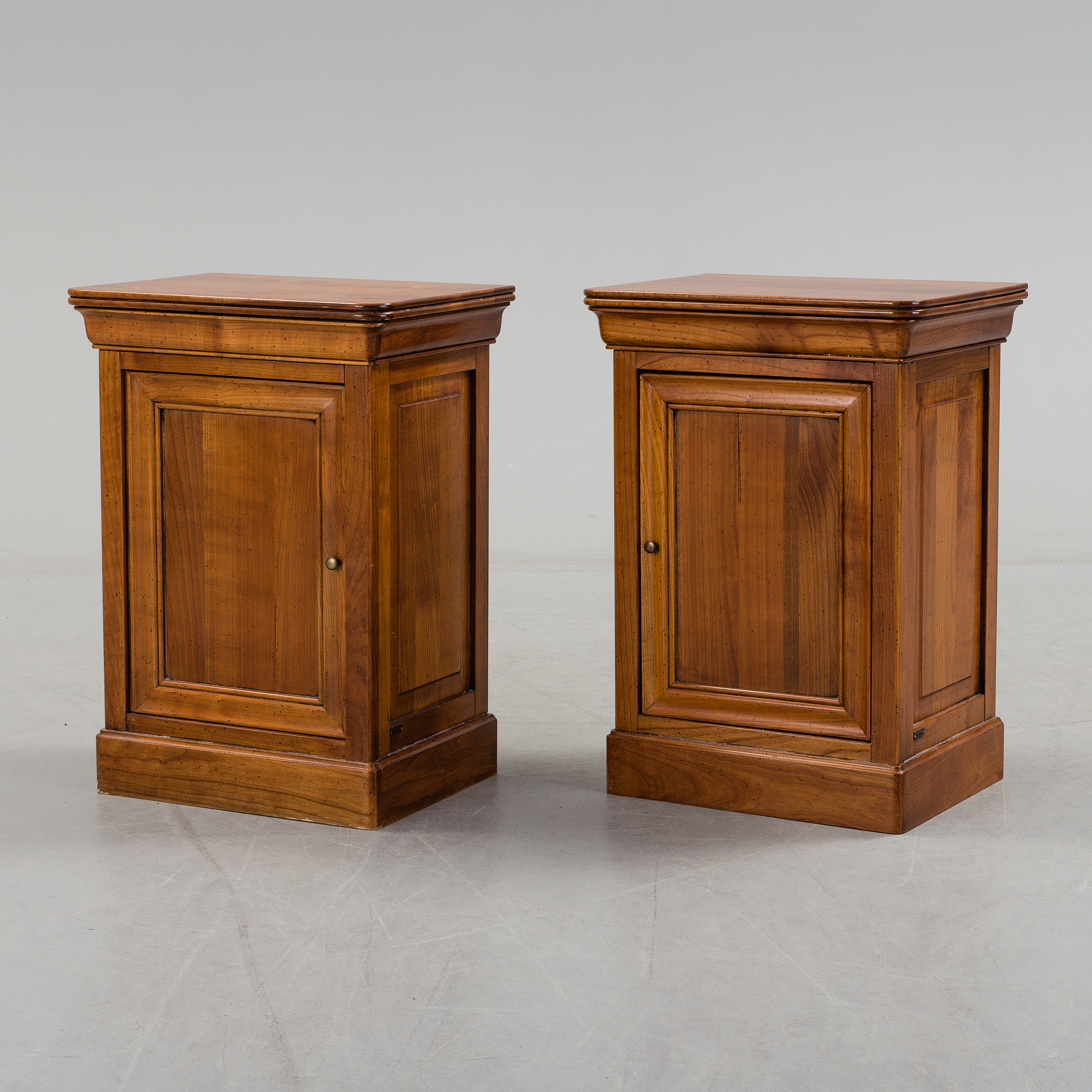 A Pair Of Late 20th Century Bedside Tables By Grange France  # Table Grange France