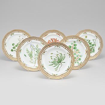 A set of 6 Royal Copenhagen 'Flora Danica' dessert dishes, Denmark, 20th Century.
