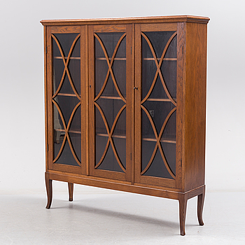 A first half of the 20th century display cabinet.