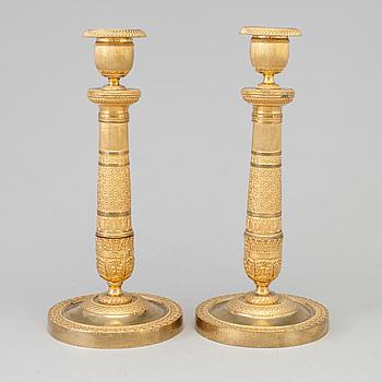 LJUSSTAKAR, ett par, förgylld brons, empire, 1800-talets början.