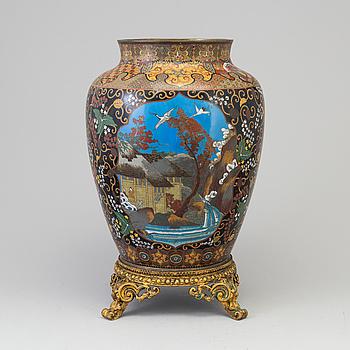 URNA, emalj och brons, ostindisk, 1800-talets mitt.
