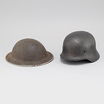 HJÄLMAR, 2 st, engelsk samt tysk modell, andra världskriget.