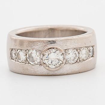 RING, med briljantslipade diamanter ca 1.00 ct.