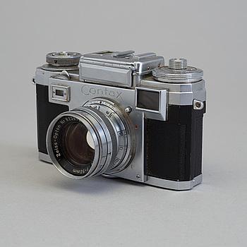 KAMERA, Contax IIIa nr 199610, med  Biogon 1:2,8 f = 35 mm och Sonnar 1:2 f=50 mm. 1950 / 60-tal.
