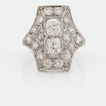 849. A RING set with old-cut diamonds.