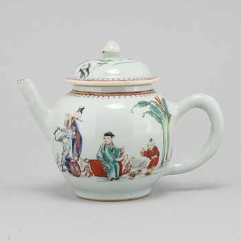 A chinese famille rose teapot with cover, Qing dynasty, Qianlong (1736-95).
