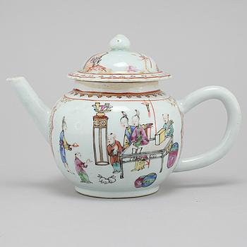 An 18th century Chinese porcelain tea pot.