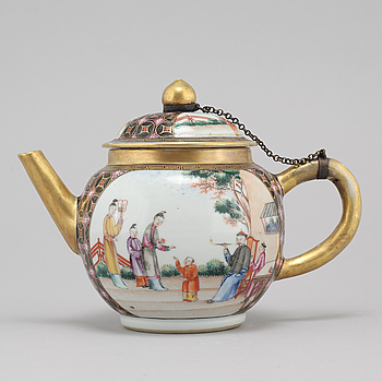 A chinese  teapot with cover, Qing dynasty, Qianlong (1736-95).