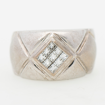 A RING, princess cut diamonds, 18K white gold.