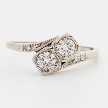 RING, med 2 gammalslipade diamanter tot ca 0,40 enl. gravyr, Gustav Dahlgren, Malmö.