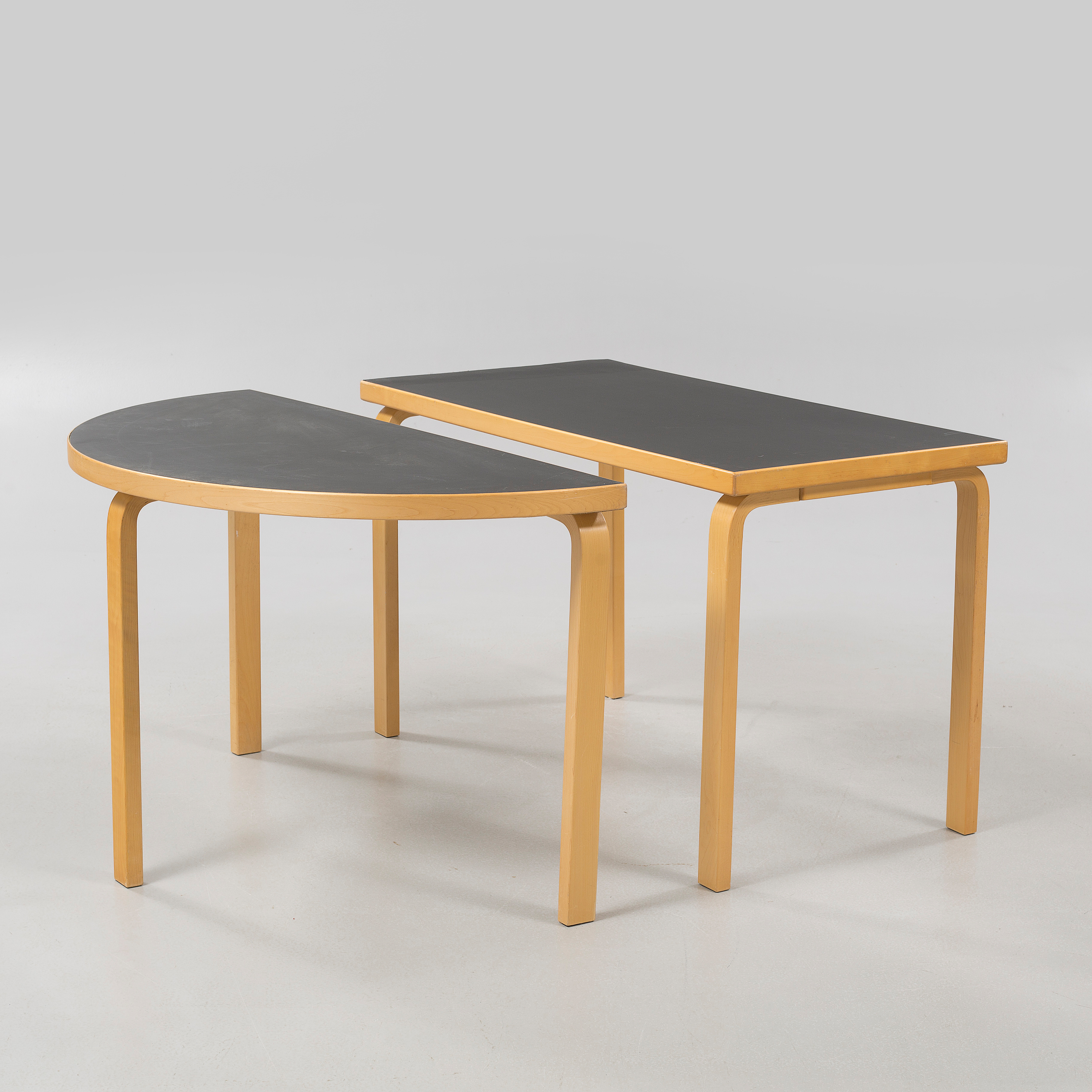 Delicieux ALVAR AALTO, Two ALVAR AALTO Tables For Artek, Second Half Of The 20th  Century.   Bukowskis