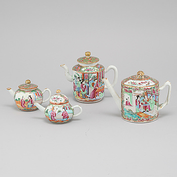 TEKANNOR, 4 st, porslin, Kina, 1800-tal.