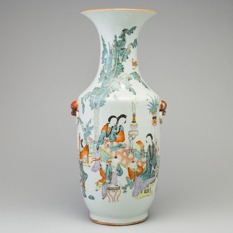 A large chinese famille rose vase early 20th century bukowskis 10999164 bukobject reviewsmspy