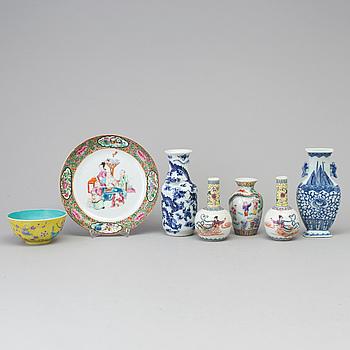 VASER, fyra stycken, VÄGGVAS, SKÅL samt FAT, porslin. Kina, sent 1800/1900-tal.