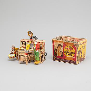 "LEKSAK, plåt, ""Li'l Abner and his Dogpatch Band, Unique Art Manufact Co Inc, USA, 1940-tal."