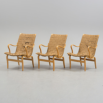 BRUNO MATHSSON, BRUNO MATHSSON, a pair of beech 'Eva' easy chairs from Firma Karl Mathsson, Värnamo, 1968.