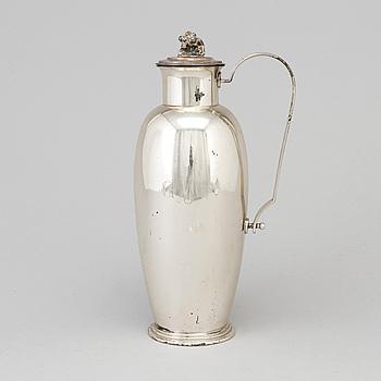 A silver cocktailshaker by C G Hallberg, Stockholm 1938.